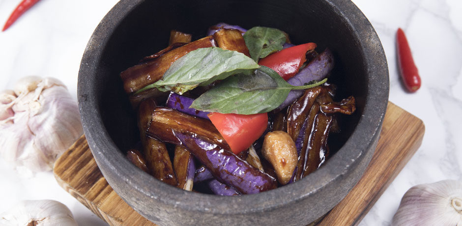 Eggplant with basil in stone pot the night market for Cuisine x hong kong margaret